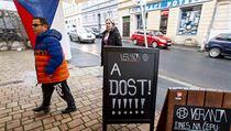 Hosté přicházejí do restaurace Veranda v Ústí nad Labem, která se jednodenním...