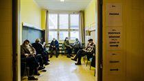 V některıch z očkovacích center v Praze se tvořili krátkodobě fronty, jak se...
