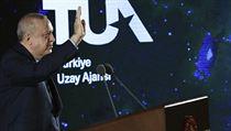 Tureckı prezident Recep Tayyip Erdogan při představení cílů vesmírného programu...