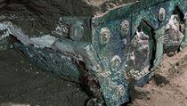 Archeologové našli v blízkosti Pompejí obřadní kočár ve velmi dobrém stavu.