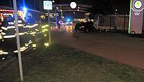 Auto najelo v Mladé Boleslavi před 11. bránou automobilky Škoda Auto ve vysoké...