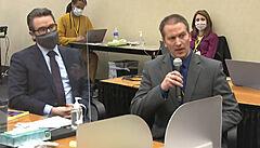 Obhájce Eric Nelson (vlevo) a bıvalı minneapolskı policista Derek Chauvin u...