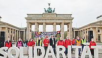 """Situace je podle policie """"zatím klidná"""", uvedl deník Berliner Zeitung."""