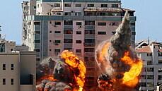 Bombardování domu v Pásmě Gazy, kde sídlila televize Al-Džazíra, 15. května...