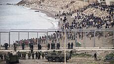 Tisíce migrantů se snaží dostat do Španělska skrze Ceutu, a to i přesto, že...