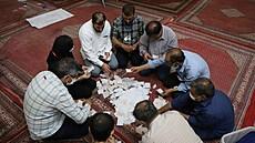 Prezidentské volby i Íránu.