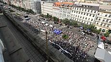 Na Václavském náměstí začala demonstrace.
