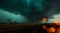 Hrozivı bouřkovı mrak.