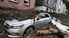 Také luxusní auta odnesla záplavy