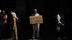 Protest na podporu hladovějících migrantů v Bruselu.