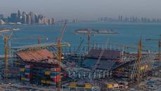 Stadion Ras Abu Aboud je postaven ze speciálních kontejnerů, které se dají...