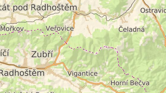 Vrchol Radhoště dělí hranice Moravskoslezského a Zlínského kraje.