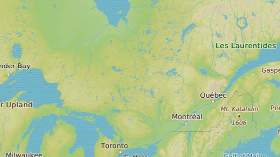 Asbestos leží asi 130 kilometrů východně od Montrealu.