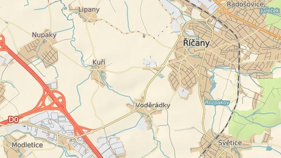 Silnice 101 (označena na mapě) spojuje Říčany s dálnicí D1. Od 13. listopadu je pro průjezd kamionů zapovězena.