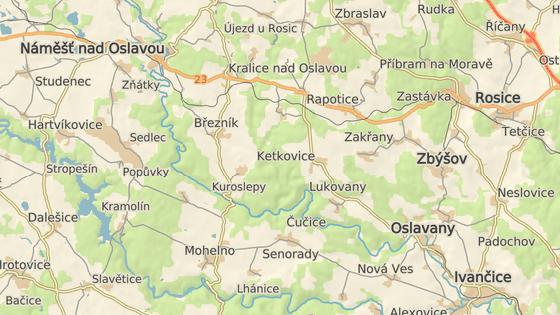 Vrtulník s britskými vojáky se zřídil jen kousek od armádního letiště v Náměšti nad Oslavou. Spadl na břeh řeky oslavy mezi vesnicemi Kuroslepy a Kladeruby nad Oslavou.