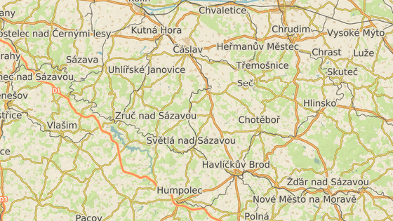 Víska Kynice leží na silnici spojující Ledeč nad Sázavou a Golčův Jeníkov.