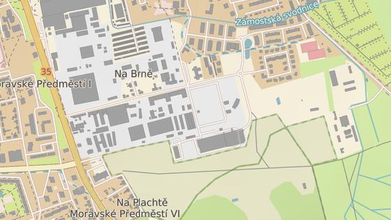 Silnice se plánuje od Lidlu na Moravském Předměstí (červená značka). Vedla by kolem Petrofu a za areálem logistických firem by ústila na kruhové křižovatce v ulici Na Brně (modrá značka).