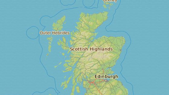 Levým pruhem po zemi palíren. Projeli jsme si Skotsko.