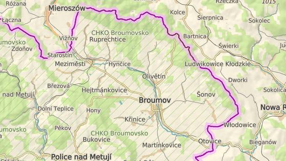 Orientačně vyznačená místa pozorování vlka na Broumovsku: v Broumovských stěnách (modrá značka), u Benešova (červená značka)