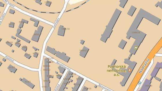 Ulice Petra Becka v Bruntále vede kolem někdejších nemocničních objektů.