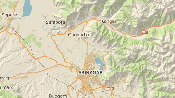 Lyžařské středisko se nachází asi 50 kilometrů severně od města Šrínagar