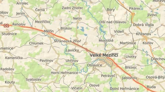Nehoda se stala na silnici II/602 u Stránecké Zhoře mezi odbočkami na Lavičky a Kochánov.