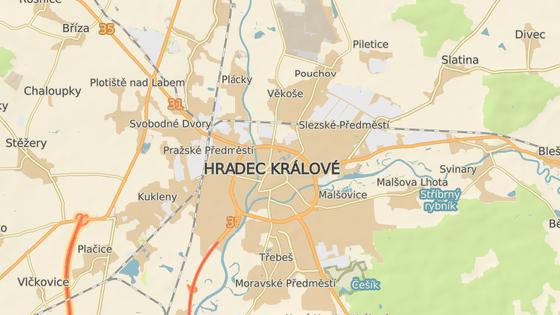 Plány na zkrocení dopravy v Hradci: modře úsekové měření, červeně dodržování semaforů, zeleně pevné radary u škol.