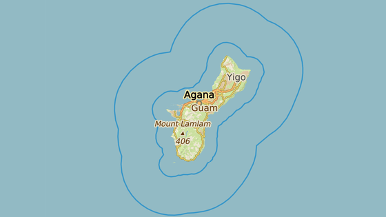 Ostrov Guam. Modrá značka ukazuje americkou námořní základnu, červená Andersenovu leteckou základnu.