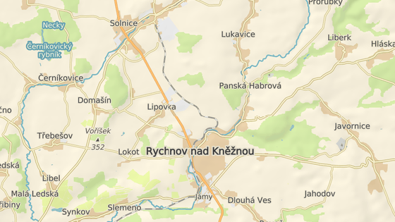 Dopravní špunt na výjezdu z průmyslové zóny Solnice-Kvasiny.