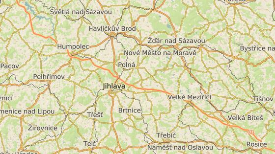 V úterý se smrtelně zranil slovenský řidič na 161. kilometru dálnice, narazil do kamionu v koloně před dopravním omezením (červeně). Ve středu pak na 93,5. kilometru tragicky boural podobným způsobem řidič dodávky (černě).