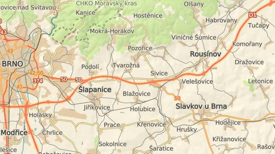 Na 208. kilometru D1 ve směru na Prahu havarovaly tři osobní vozy a autobus.