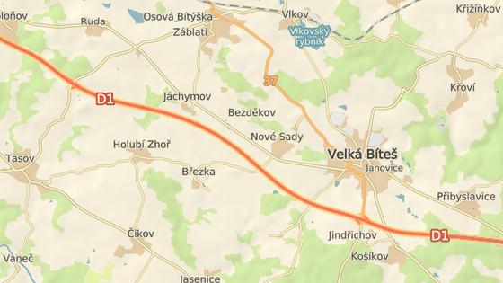 Řidič najel do špatného směru D1 u Velké Bíteše (zeleně), dojel skoro až na exit 153 (červeně).