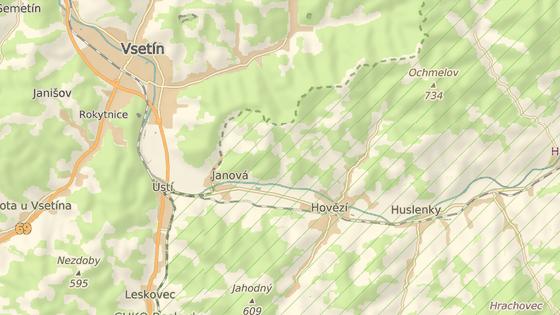 Při opravě průtahu obcí Hovězí se tamní křižovatka změnila na kruhový objezd.