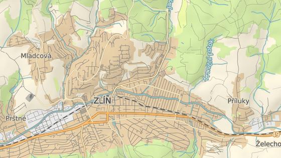 Kvůli opravě ulice 2. května (červená značka) bude uzavřený úsek od Sokolské ulice po most u Januštice, v části Vršava bude zase zavřená Sokolská ulice (žlutá).