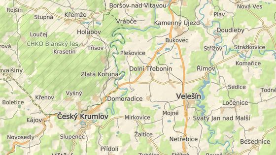 Zlatá Koruna je oblíbenou zastávkou vodáků při splouvání Vltavy.