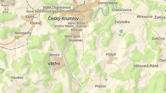 Jez pod Barevnou skálou je kousek před Českým Krumlovem.