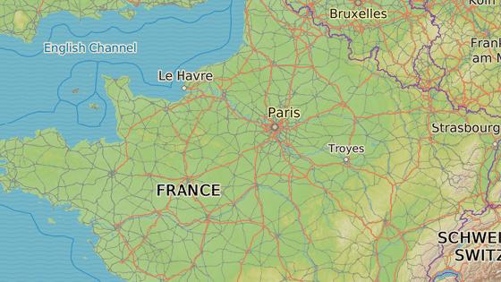 Chambord je největší ze zámků na Loiře asi 200 kilometrů od Paříže.