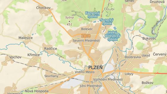 Nedaleko nákupního střediska Globus na okraji Plzně havarovaly dva vozy.