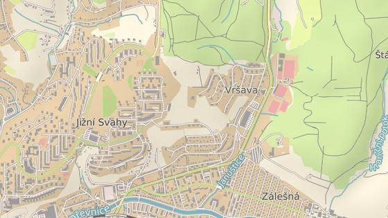 U zastávky Januštice u tenisových kurtů (červená značka) chybí přechod pro chodce, u točny na Vršavě (zelená) zase není zastávka pro směr z centra.