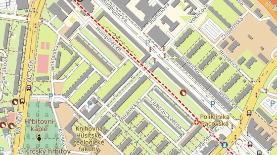 Řidič nechal auto zaparkované v Humpolecké ulici na Praze 4. (5. března 2020)