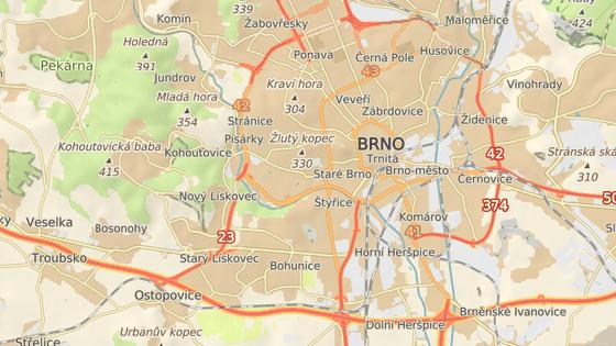 V ulici Lány v brněnských Bohunicích se srazilo auto s autobusem.