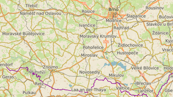 Při srážce vlaku s autem v Šanově na Znojemsku zemřeli dva lidé.