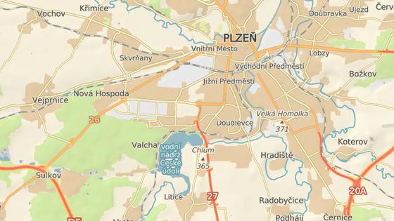Kostru muže našel kolemjdoucí v lese v Plzni na Valše.