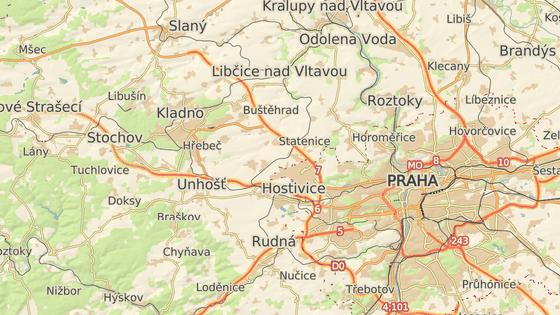 Přibližná místa nehod na D7 (červeně) a Pražském okruhu (modře)