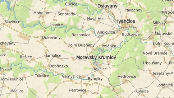 Kamion se převrátil v obci Tulešice.