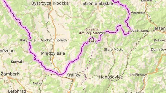 Dva nově zmodernizované úseky silnic na české (z Červené Vody k polským hranicím) a polské straně (v okolí vrchu Czarna Góra).
