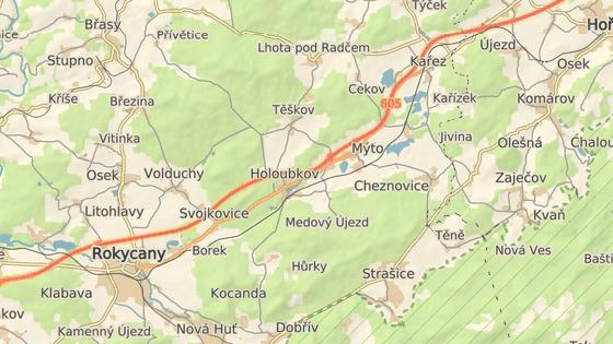 Vlak smetl auto na železničním přejezdu v Kařízku.