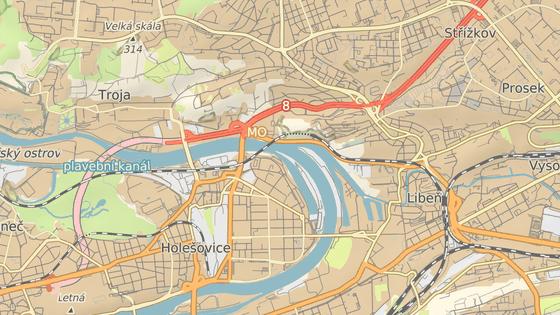 Červená značka ukazuje Libeňský most, modrá dvě nejbližší přemostění Vltavy
