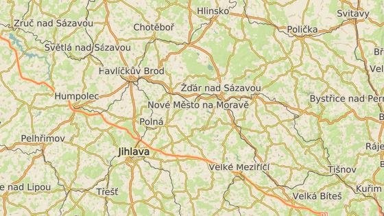 Auto srazilo chodce nedaleko Jabloňova na kilometru 150,5 (červená značka). Další tragická nehoda se stala na 83. kilometru před Humpolcem (modrá značka). Další lidé umírali při nehodách u Víru (zelená) a Větrného Jeníkova (černá).
