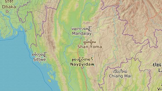 Pagoda se sesunula po vydatných deštích, které trápí region Magway